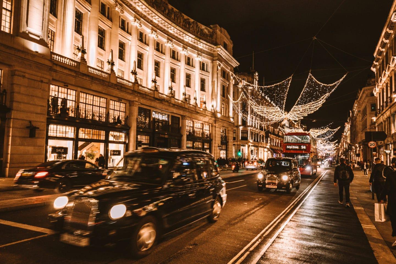 Regents-street-christmas-time-black-cab-red-bus